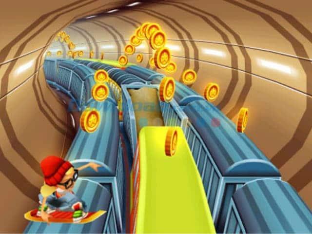 Nhân vật chạy trên nóc tàu xe